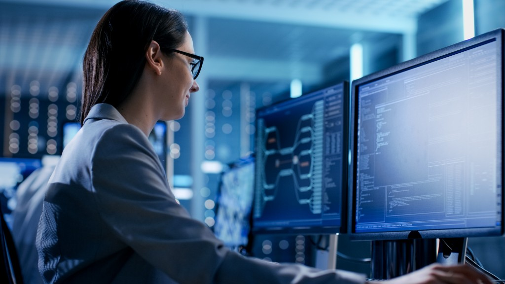 Female IT doing Cybersecurity