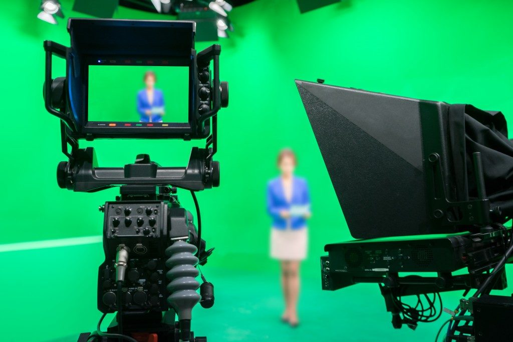 Woman in front of the green screen