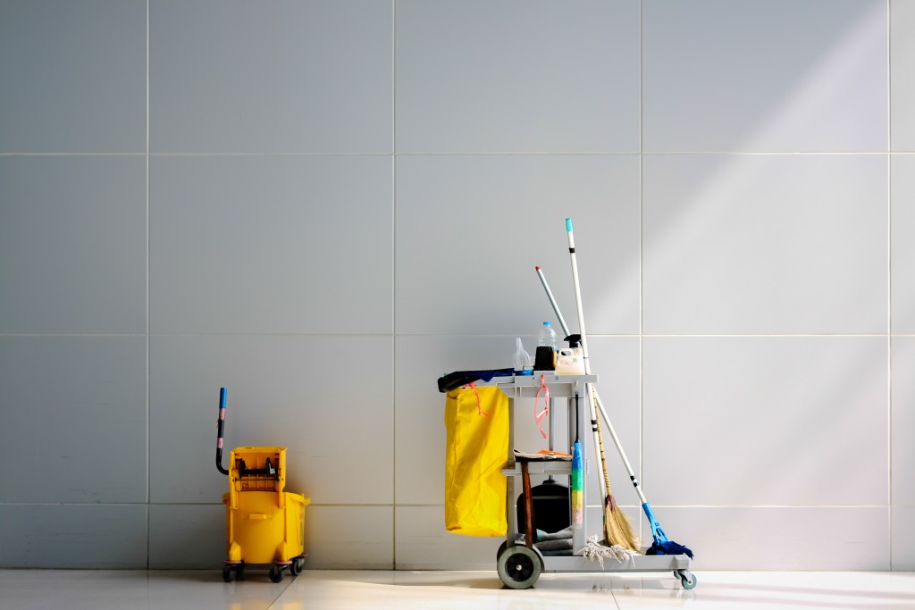 Cleaning cart station commercial building