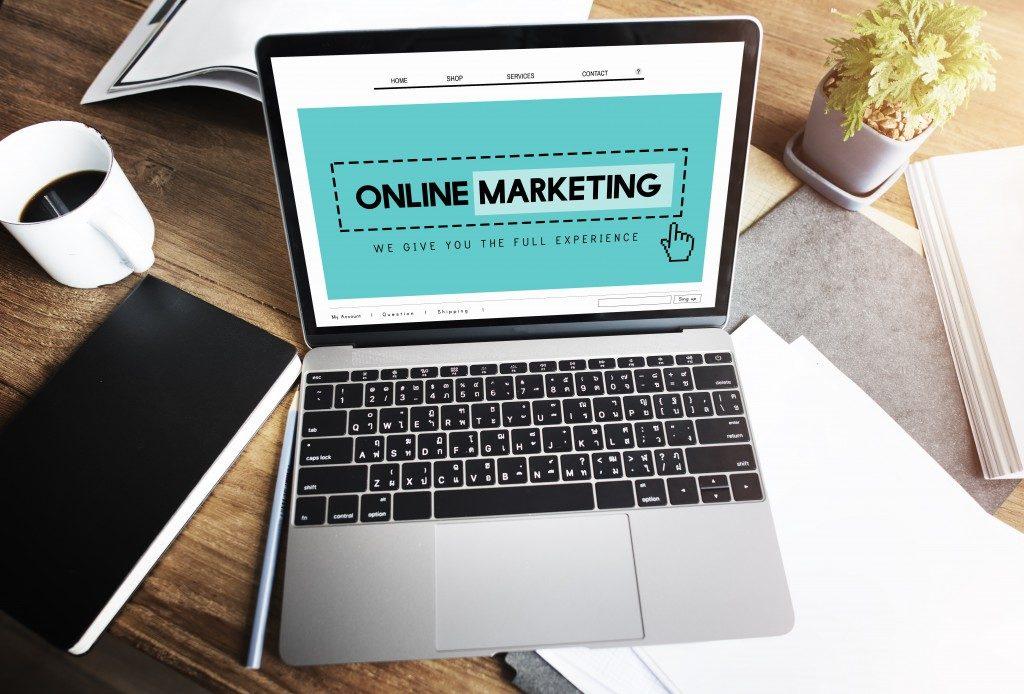 online marketing on laptop