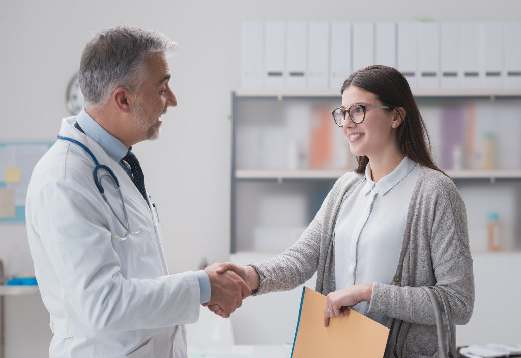 patient shaking doctor's hand