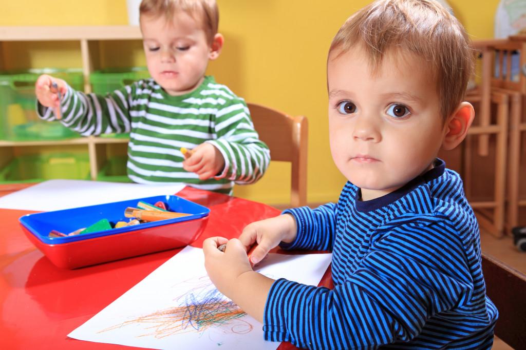 children using crayons